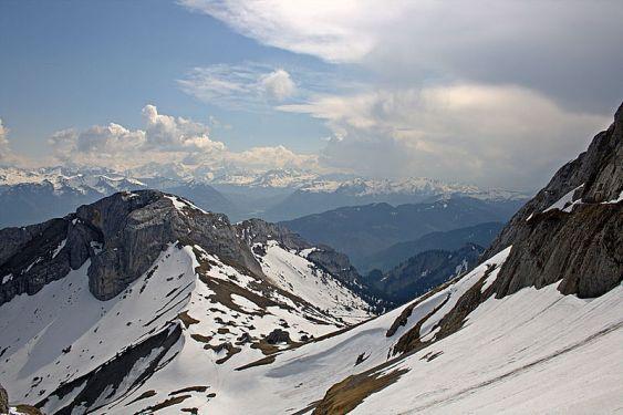 800px-Pilatus_mountain